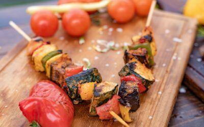 Σουβλάκια με χαλούμι και λαχανικά